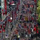The Childen's Parade in Oslo makes its way up Karl Johan street.  Foto: Terje Pedersen, NTB scanpix