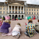 Waiting in the Palace Square (Photo: Lise Åserud, Scanpix)