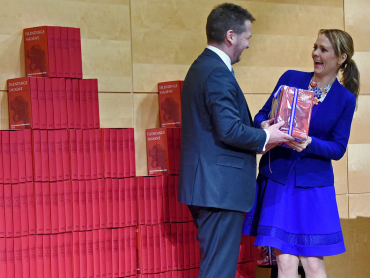 Minister of Culture Linda Hofstad Helleland accepted the Icelandic gift on behalf of the Norwegian public libraries. Photo: Sven Gj. Gjeruldsen, the Royal Court.