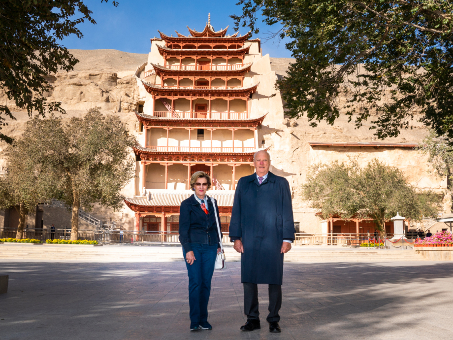 Their Majesties visit the Mogao Caves. Photo: Heiko Junge, NTB scanpix