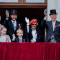 The Royal Family greeting the Children's Parade in Oslo from the Palace balcony (Photo: Stian Lysberg Solum / NTB scanpix)