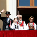 The Royal Family greets the Children's Parade in Oslo from the Palace balcony. Photo: Terje  Pedersen, NTB scanpix