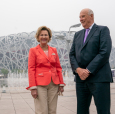King Harald and Queen Sonja in front of China's famous sports arena, the Bird's Nest in Beijing. Photo: Heiko Junge / NTB scanpix