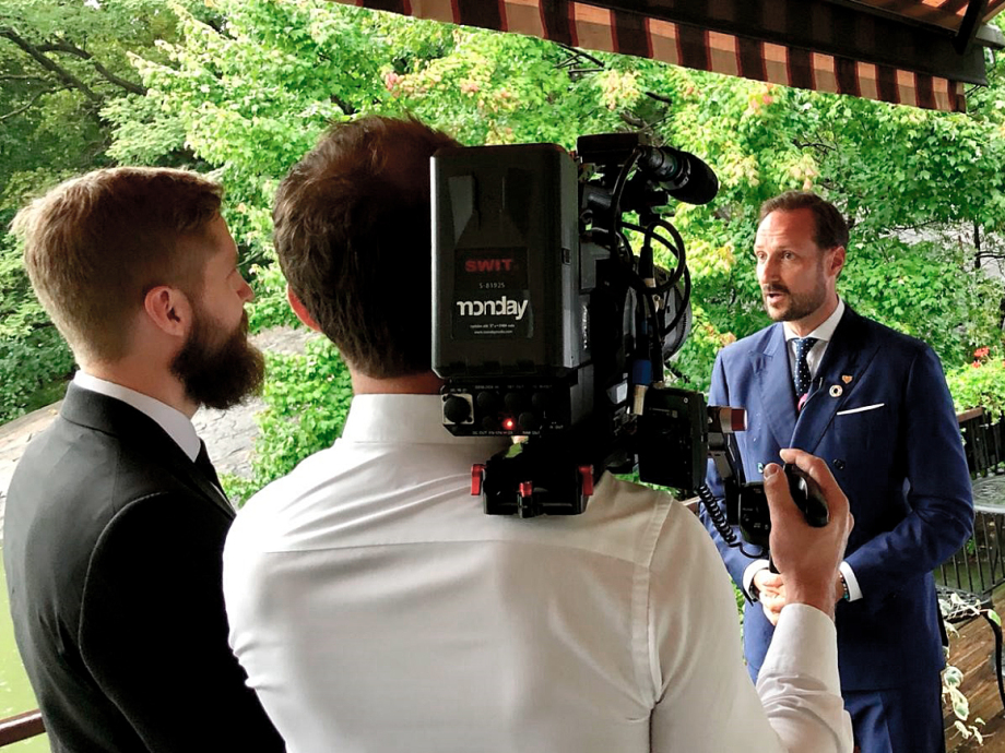 Crown Prince Haakon also met with the World Wildlife Fund WWF today, and gave an interview to a documentary on the oecan. Photo: Erik Abild, The Royal Court.