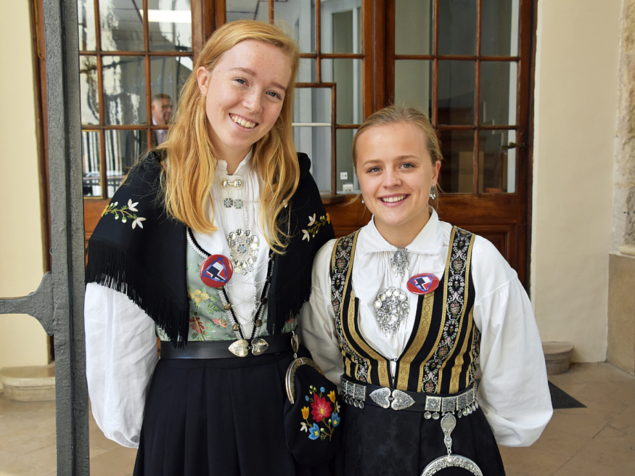 Hannah Laugaland and Signe Haaland Buer, Norwegian students at Pierre Corneille high school in Rouen, northwestern France. Photo: Liv Anette Luane, The Royal Court