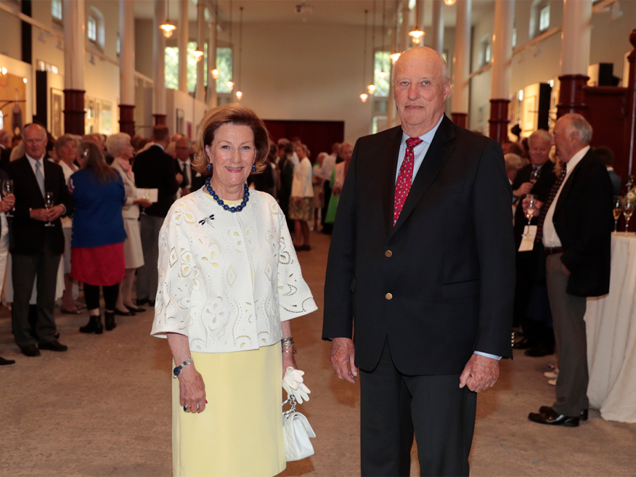 The King and Queen welcoming their guests to the opening of the Queen Sonja Art Stable. Photo: Lise Åserud, NTB scanpix.