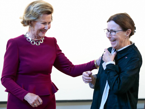 Queen Sonja and Tone Vigeland at tonight's opening. Photo: Lise Åserud, NTB scanpix