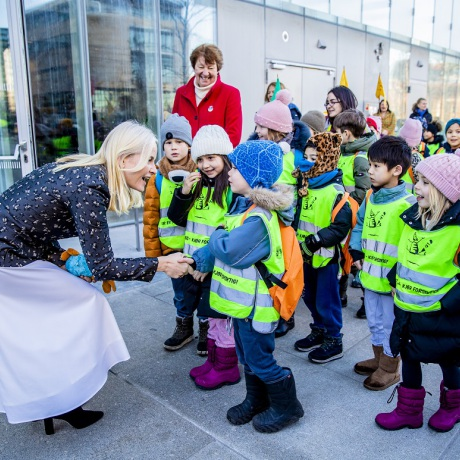 Children march books to Oslo's new public library