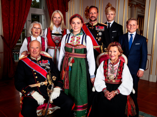 The Princess surrounded by her family. Photo: Lise Åserud, NTB scanpix