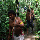 The Yanomami Indians know the rainforest like the back of their own hand, and are the best guides that King Harald could ask for. (Photo: Rainforest Foundation Norway / ISA Brazil)