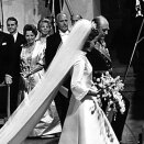 King Olav leading the bride down the aisle (Scanpix, Archive)