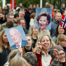 Thousands gathered to sing the birthday song to the King and Queen. Photo: Jon Olav Nesvold / NTB scanpix