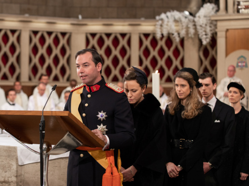 Hereditary Grand Duke Guillaume of Luxembourg led the Universal Prayer together with four of his cousins. Photo: Sophie Margue, REUTERS / NTB scanpix.