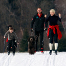 The Crown Prince and Crown Princess skiing with Princess Ingrid Alexandra, Prince Sverre Magnus and the family dog  (Photo: Lise Åserud / Scanpix)