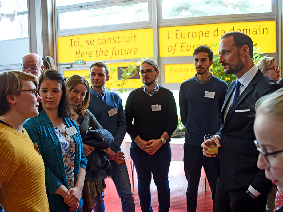 Crown Prince Haakon met enthusiastic young people at the European Youth Centre in Strasbourg. Photo: Sven Gj. Gjeruldsen, The Royal Court