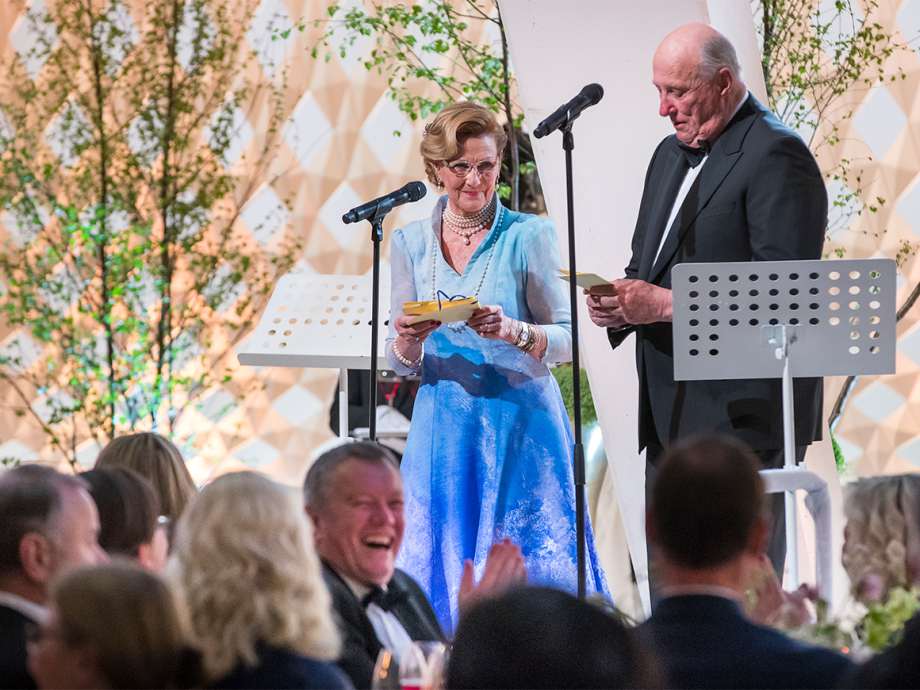 King Harald and Queen Sonja gave a speech together at the Oslo Opera House. Photo: Heiko Junge / NTB scanpix