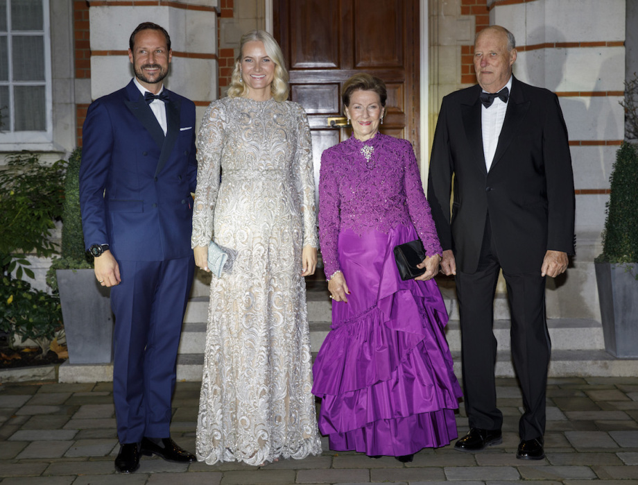 King Harald, Queen Sonja, Crown Prince Haakon and Crown Princess Mette-Marit on their way to Buckingham Palace and the festivities in connection with Prince Charles' 70th birthday. Photo: Nina E. Rangøy / NTB scanpix.