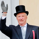 King Harald greets the Chidren's Parade from the Palace Balcony (Photo: Fredrik Varfjell / NTB scanpix)