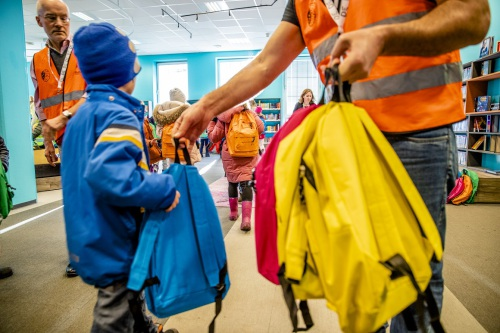 At the old library, the children were given colourful backpacks full of children's books. Next stop: Oslo's new Deichman Bjørvika public library. Photo: Stian Lysberg Solum / NTB Scanpix.