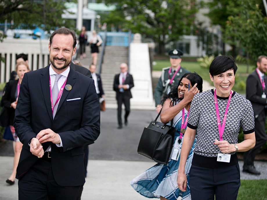 Crown Prince Haakon and the Minister of Foreign Affairs held a press conference in the UN Rose Garden. Photo: Pontus Hook / NTB scanpix
