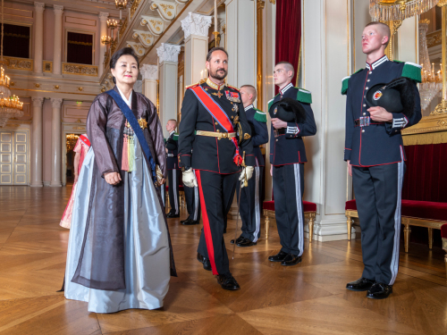 Crown Prince Haakon and First Lady Kim Jung-sook arrive for the gala dinner. Photo: Heiko Junge / NTB scanpix