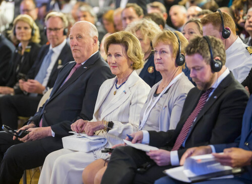 King Harald, Queen Sonja, Inger Solberg (Innovation Norge) and Minister of Trade and Industry Thorbjørn Røe Isaksen listen to speakers at the business seminar. Photo: Heiko Junge / NTB scanpix