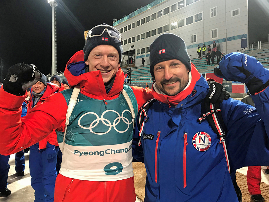 Gold medalist Johannes Thingnes Bø and Crown Prince Haakon celebrate. Photo: Odd Martin Røed, The Royal Court