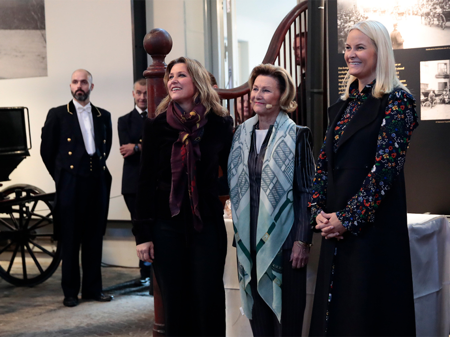 Queen Sonja, Crown Princess Mette-Marit and Princess Märtha Louise were in attendance at the official opening of the exhibition today. Photo: Håkon Mosvold Larsen / NTB scanpix
