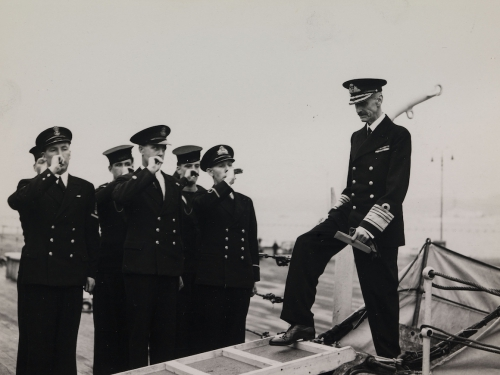 On 5 June 1945, King Haakon boarded HSE Norfolk in Edinburgh to the strains of the Norwegian anthem Ja, vi elsker dette landet. Thus began the trip home to Norway. Photo: Royal Navy official photograph (UK).