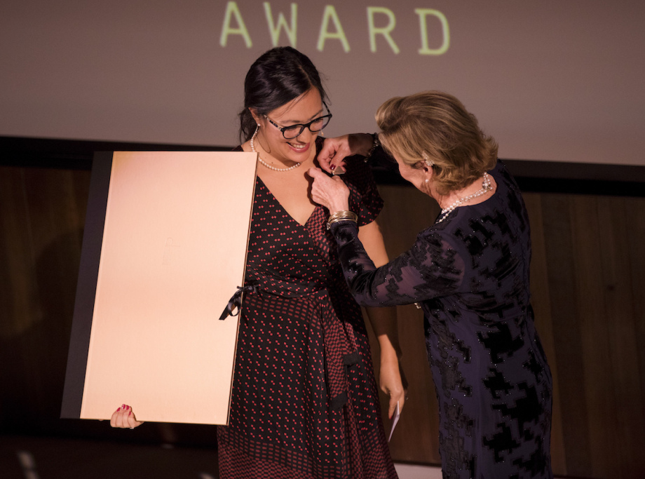 Queen Sonja presented the Award to Emma Nishimura. Photo: Nina Rangøy / NTB scanpix