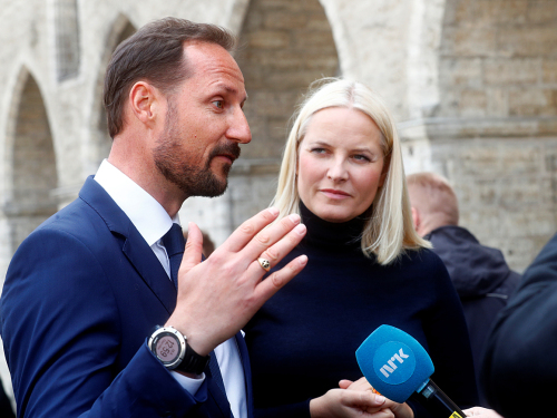 The Crown Prince and Crown Princess concluded their official visit with a press conference in Tallinn's Town Hall Square. Photo: REUTERS / Ints Kalnins / NTB scanpix.