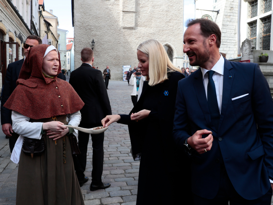 On a walk in Tallinn's historical Old Town. Photo: Lise Åserud, NTB scanpix.