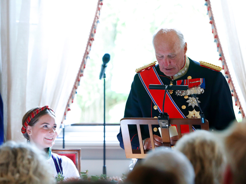 King Harald delivers his speech to the Princess. Photo: Terje Bendiksby / NTB scanpix