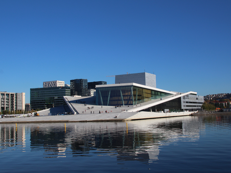 The Government will host a gala banquet at the Oslo Opera House in honour of the King and Queen. There is space for 1 000 spectators on the roof for those who wish to view the arrival of the guests. (Photo: Liv Osmundsen / The Royal Court)