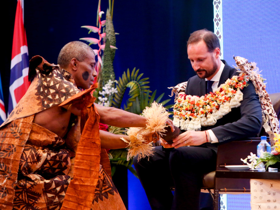 Kava, a drink popular throughout the Pacific islands, is part of the traditional welcoming ceremony. Photo: Karen Setten / NTB scanpix