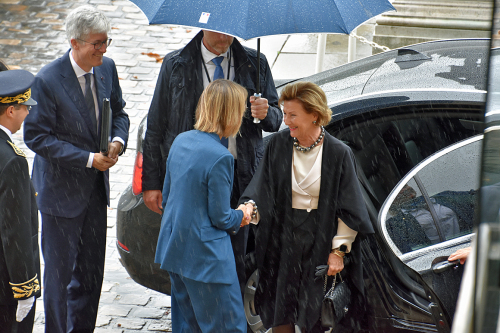 Queen Sonja was greeted by French Culture Minister Francoise Nyssen. Photo: Liv Anette Luane, The Royal Court