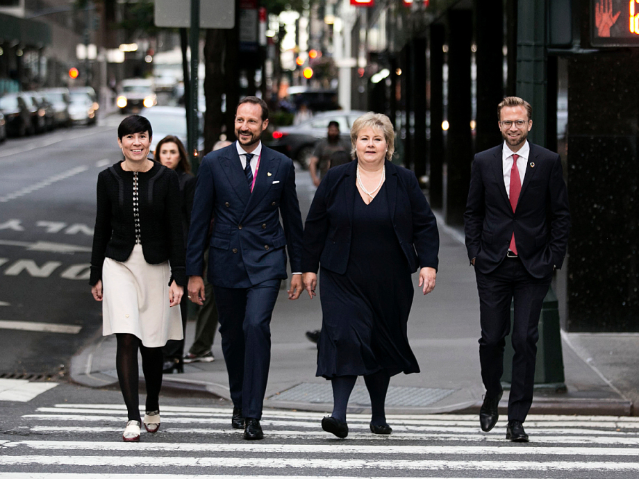 Norway is well represented in UN this week: Crown Prince Haakon en route to the UN headquarters with Prime Minister Erna Solberg, Minister of Foreign Affairs Ine Eriksen Søreide and Minister of International Development Nikolai Astrup. Photo: Pontus Höök / NTB scanpix