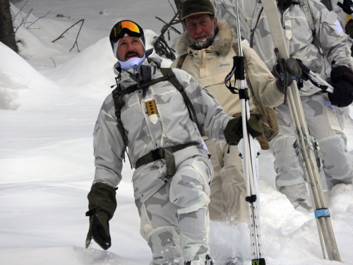 Crown Prince Haakon hiked the final stretch of the saboteurs' strenuous route accompanied Norwegian Special Forces soldiers. Photo: Sven Gj. Gjeruldsen, The Royal Court