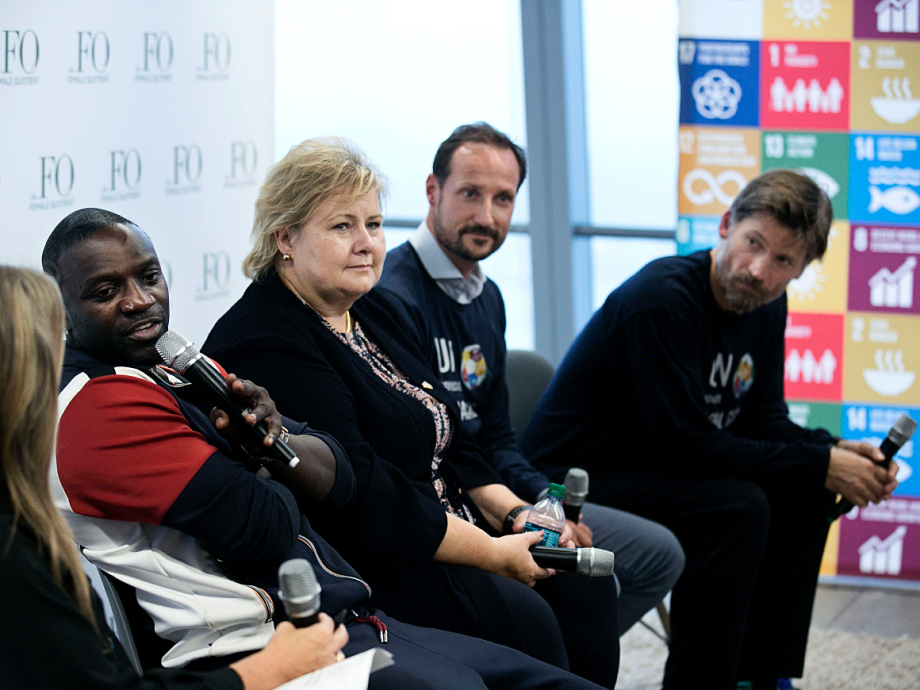 After the match the Crown Prince, Erna Solberg, Nikolaj Coster-Waldau and Akon participated in a panel to discuss the Sustainable Development Goals. Photo: Pontus Höök / NTB scanpix.