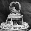 The weddingcake, decorated with horseshoes for good luck. Photo: NTB scanpix.