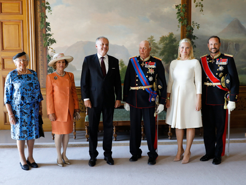 President Andrej Kiska with the King and Queen, Crown Prince and Crown Princess, and Princess Astrid, Mrs Ferner in the Bird Room. Photo: Gorm Kallestad / NTB scanpix.