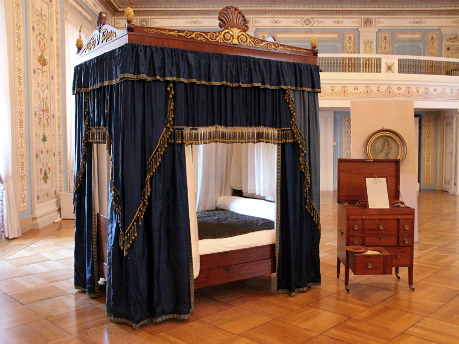 Norsk Folkemuseum – Norwegian Museum of Cultural History has provided Carl Johan's bed for the exhibition. Photo: Liv Osmundsen, The Royal Court