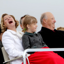 King Harald and Queen Sonja on the Opera Roof (Photo: Stian Lysberg Solum / NTB scanpix)