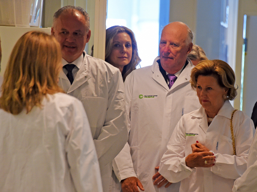 On a guided tour of the Norwegian Radium Hospital. Photo: Sven Gj. Gjeruldsen, The Royal Court