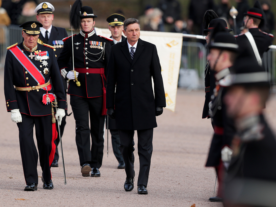 President Pahor inspects the Guard of Honour, accompanied by King Harald. Photo: Stian Lysberg Solum / NTB scanpix