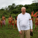Villagers of all ages follow King Harald to the plane which will bring him back to Boa Vista. (Photo: Rainforest Foundation Norway / ISA Brazil)