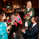 The Crown Prince and Crown Princess were greeted by Rebecca (10), Margrethe (8), Hedda (6) and Selma (4) when they arrived at their hotel in Hanoi. Photo: Lise Åserud / NTB scanpix