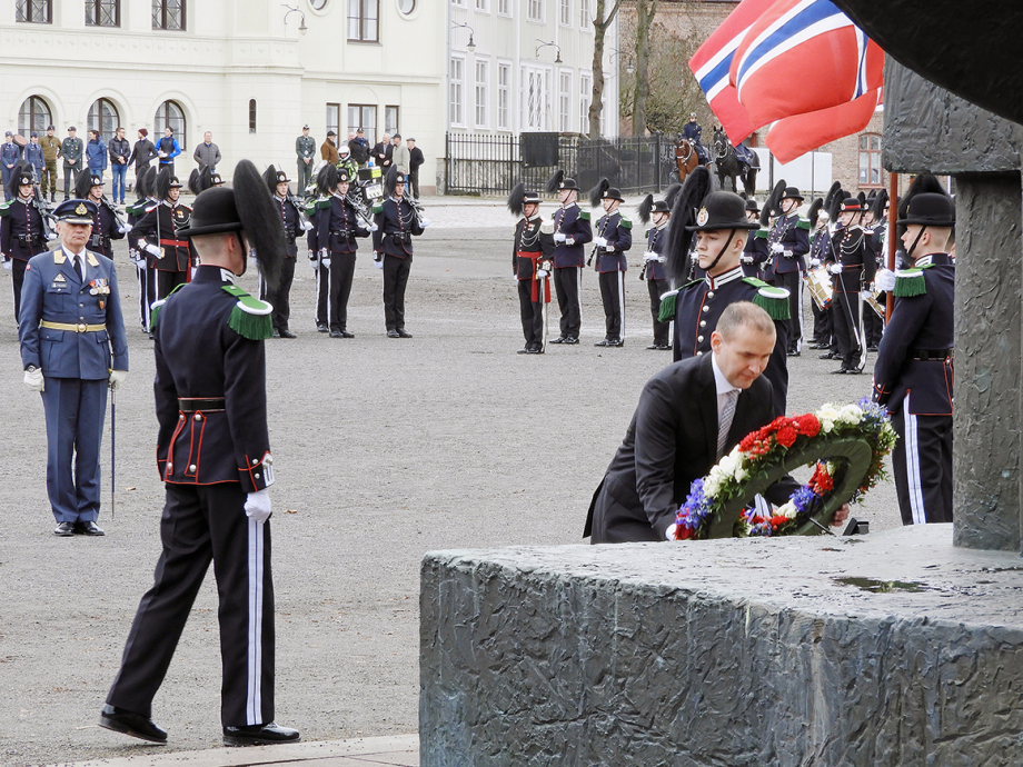 President Guðni Th. Jóhannesson laid a wreath at the national monument at Akershus Fortress. Photo: Sven Gj. Gjeruldsen, the Royal Court.