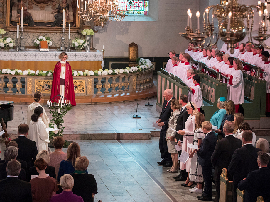 The Bishop of Oslo, Kari Veiteberg, performed the service celebrating the King and Queen's golden anniversary. Photo: Vidar Ruud / NTB scanpix
