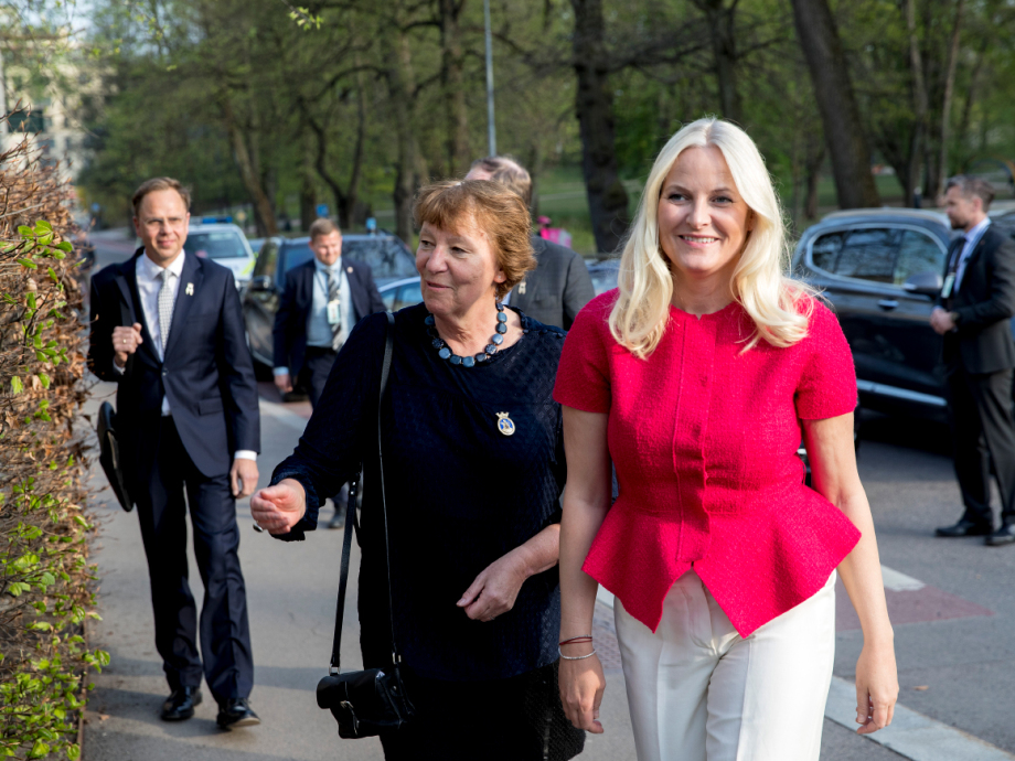 Crown Princess Mette-Marit arrives accompanied by Oslo Mayor Marianne Borgen. Photo: Vidar Ruud / NTB scanpix